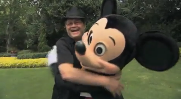 Micky Dolenz spotted with Mickey Mouse while paying homage to Davy Jones [Video]
