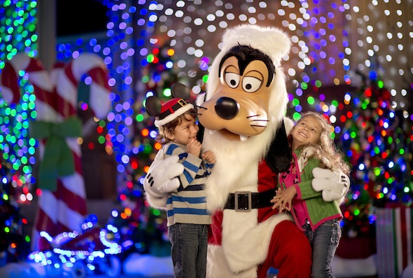 Goofy Lights Up the Holidays in 2012 (credit: The Walt Disney Company)