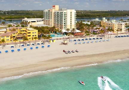 Stay on the beach (credit: Hollywood Beach Marriott Hotel)